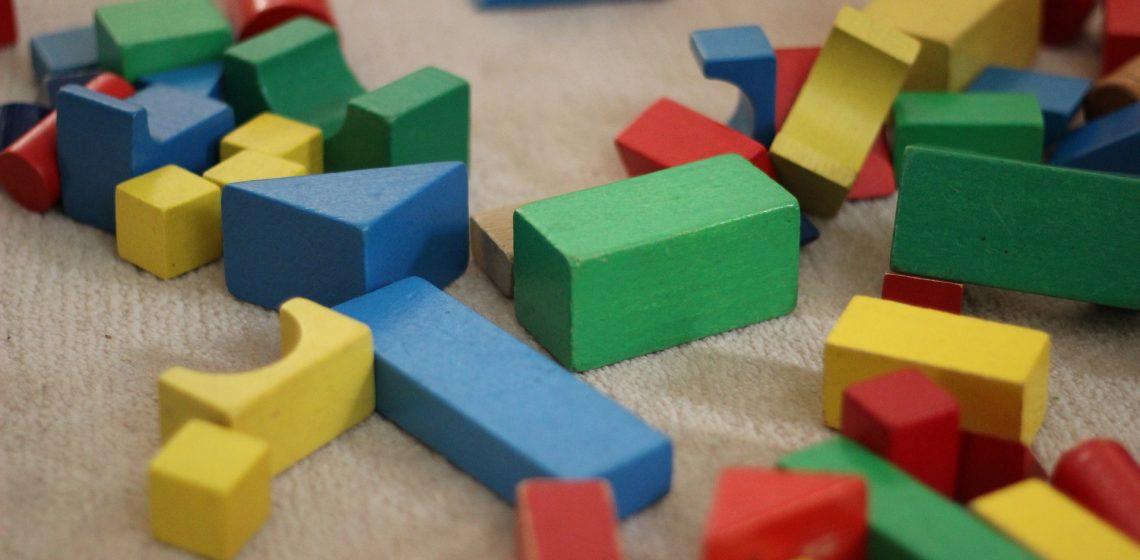 Bausteine auf Boden
